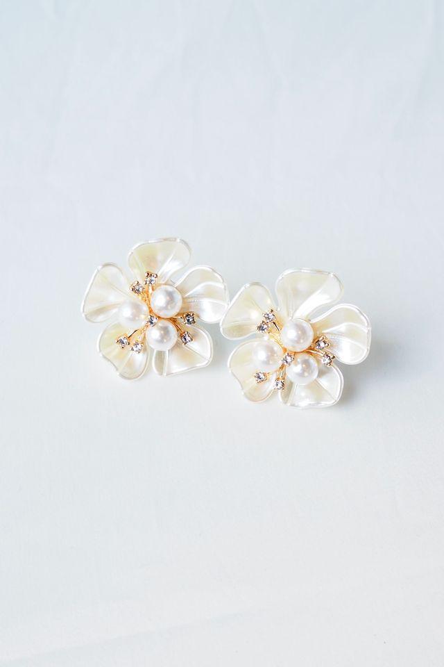 Cordelia Flower Earstuds (Light)