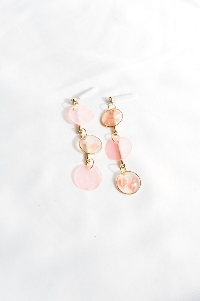 Layered Mismatched Shell Earstuds (Pink)