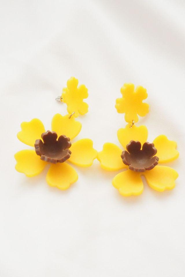 Flower Earstuds (Marigold)