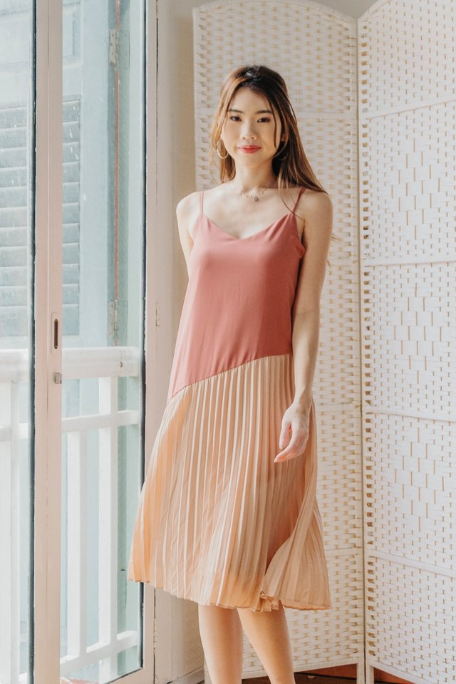 Pleated Colourblock Dress in Pink