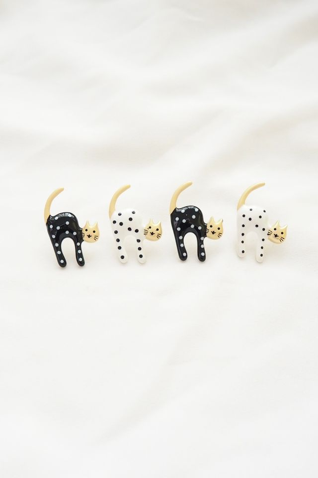 Kitty Earstuds in Black