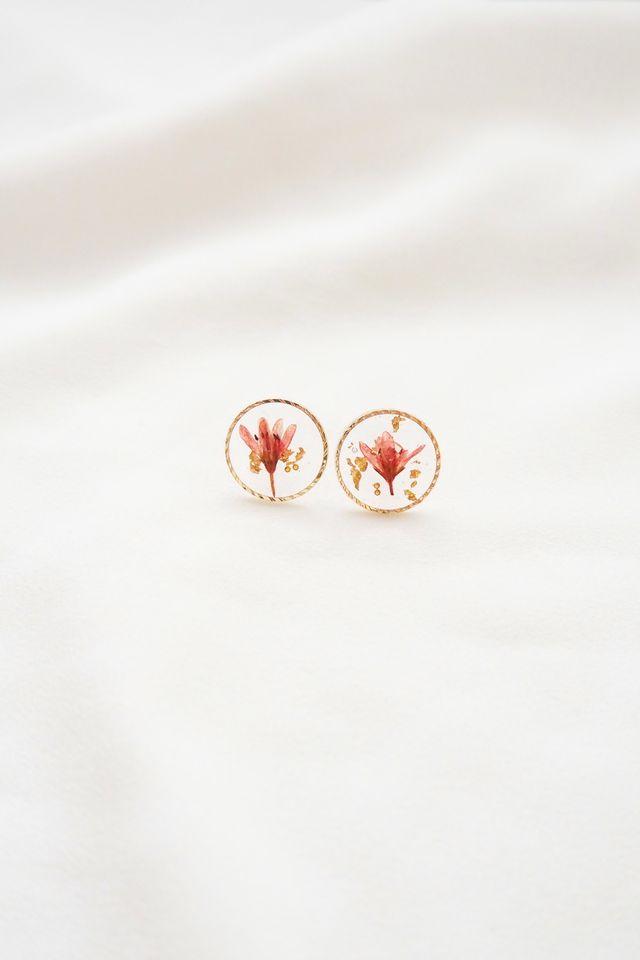 Lilin Flower Earstuds in Red
