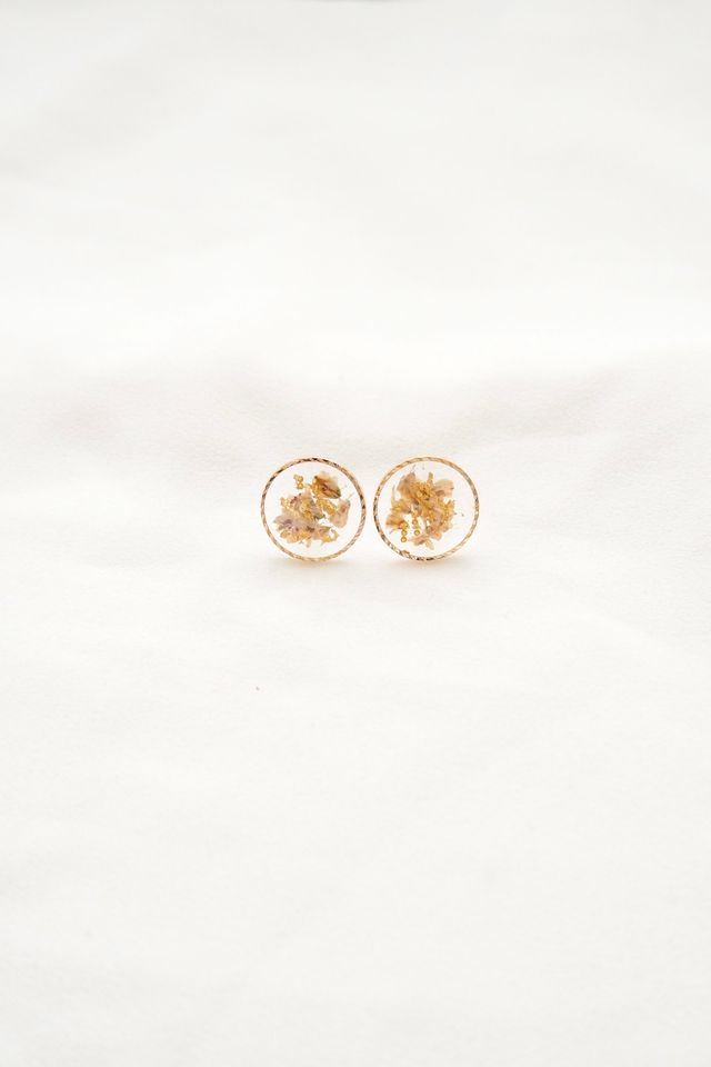 Tiani Flower Earstuds in Ivory