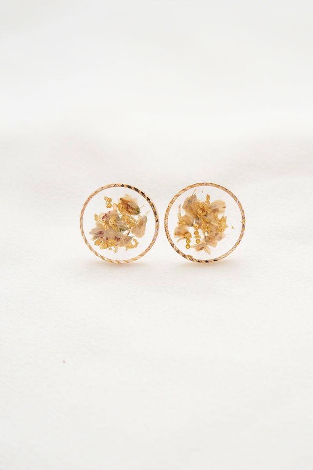 Tiani Flower Earstuds in Ivory