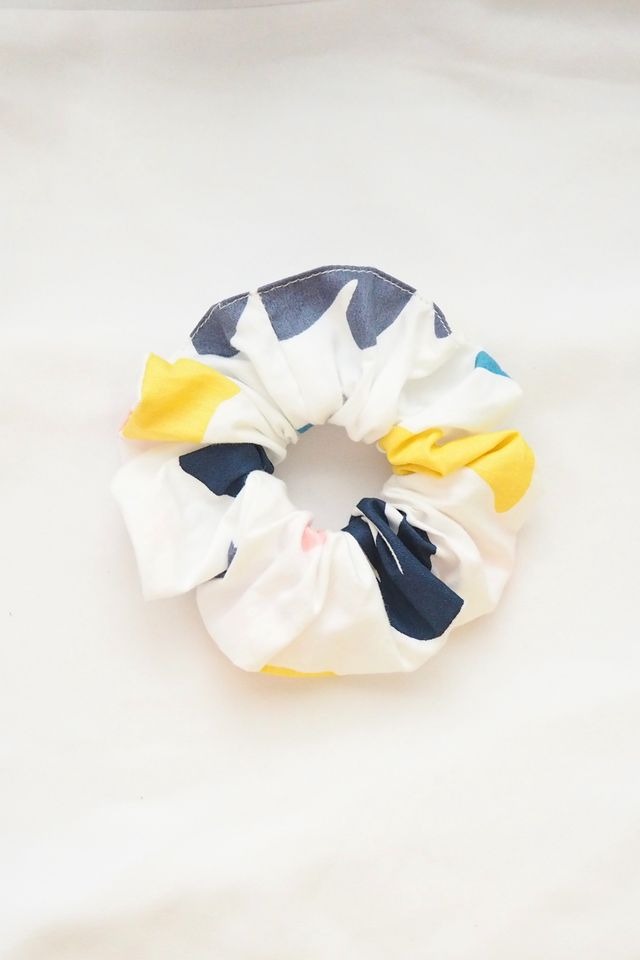 Scrunchie in Abstract