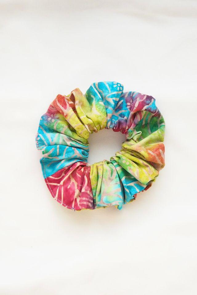 Scrunchie in Tie Dye Rainbow