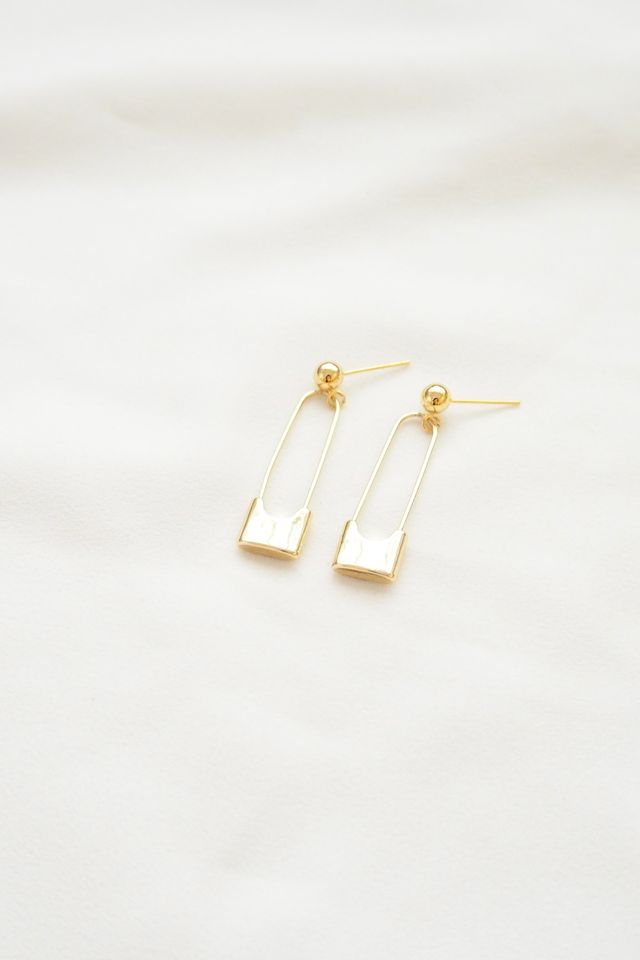 Safety Pin Earstuds in Gold