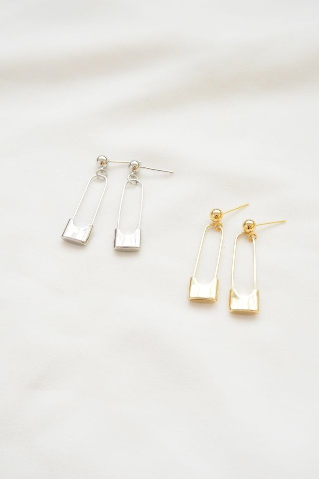 Safety Pin Earstuds in Silver